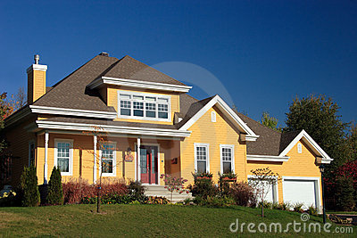 Yellow Country House Royalty Free Stock Images - Image: 3394299
