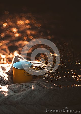 Free Yellow Cup On Sweater At Sunset. Royalty Free Stock Photography - 131339607