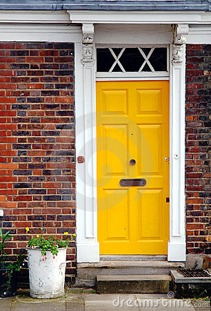 Free Yellow Door Stock Image - 5771821