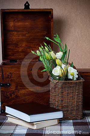 Free Yellow Flowers In A Wicker Basket Stock Images - 24029304