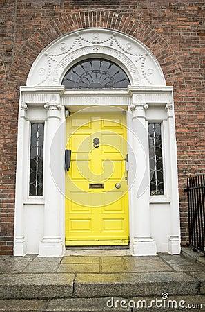 Free Yellow Georgian Door Royalty Free Stock Images - 3748069