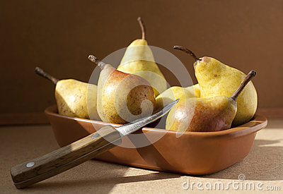 Yellow pears in a bowl