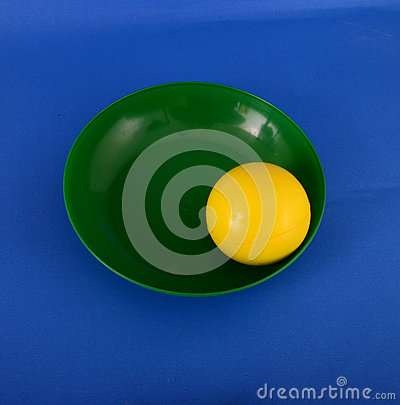 Free Yellow Plastic Ball In A Gren Plate Royalty Free Stock Photos - 68042998