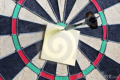 Yellow sticky note on dartboard