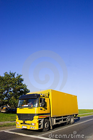 Free Yellow Truck Royalty Free Stock Photo - 2091105
