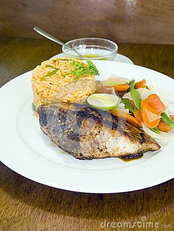 Yellowfin tuna steak with vegetables rice