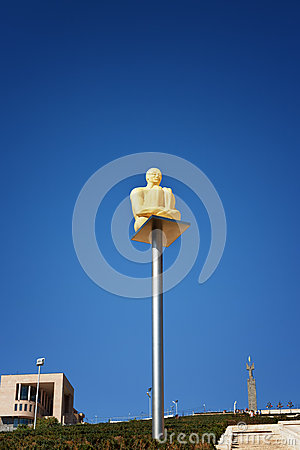 Free Yerevan, Armenia - 26 September 2016: Modern Art Statue Lantern Sitting Man Near Cascade, Giant Stairway. Royalty Free Stock Photography - 92593457