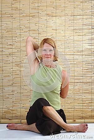 Yoga Senior Gomukasana