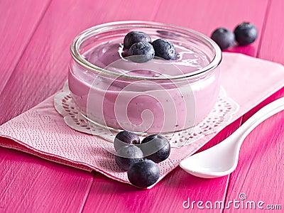 Yoghurt with blueberries