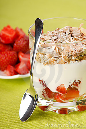 Yoghurt with granola