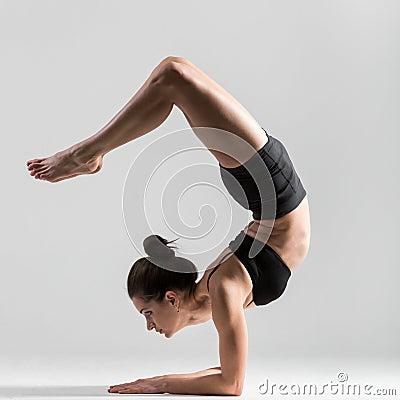 Free Yogi Girl Performs Asana Pincha Mayurasana Royalty Free Stock Photography - 49030527