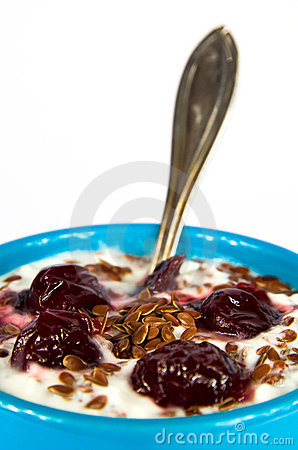 Yogurt and flax seeds