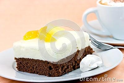 Yogurt-peach pie with whipped cream,cappuccino