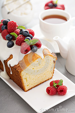 Free Yogurt Pound Cake With Glaze And Fresh Berries Royalty Free Stock Photo - 66178235