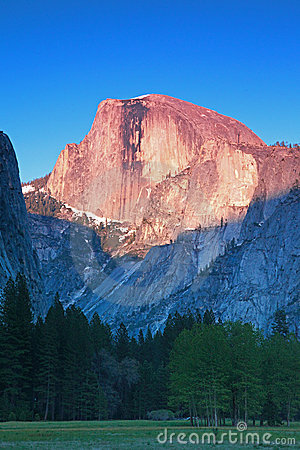 Free Yosemite Half Dome In Dusk Royalty Free Stock Photo - 14360395