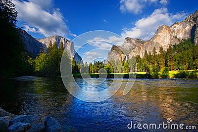 Yosemites Rocks and Merced River