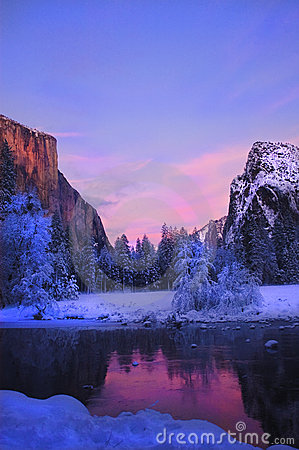 Free Yosemite Valley In Winter Royalty Free Stock Photography - 11563647