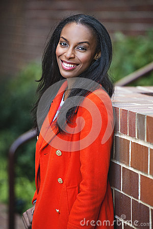 Free Young African American Smiling Business Woman Standing Outdoors Royalty Free Stock Images - 63411069