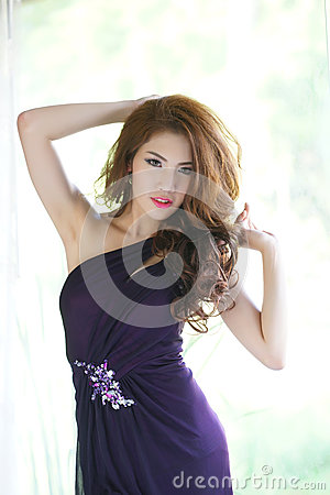 Free Young Asian Woman Stand Posing Near The Window Royalty Free Stock Image - 31660566