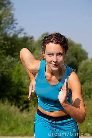 Young attractive woman starting to run ourdoors
