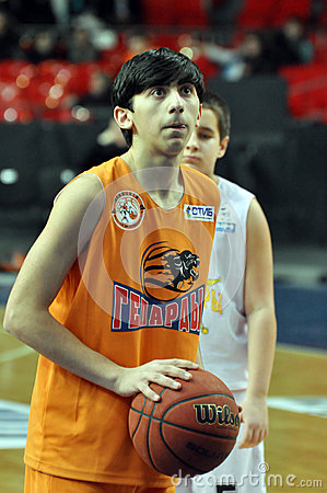 Young basketball player before throwing