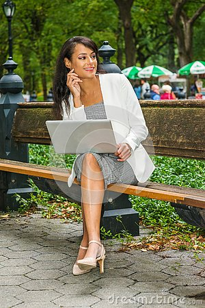 Free Young Beautiful American Business Woman Traveling, Working In Ne Stock Images - 133737694