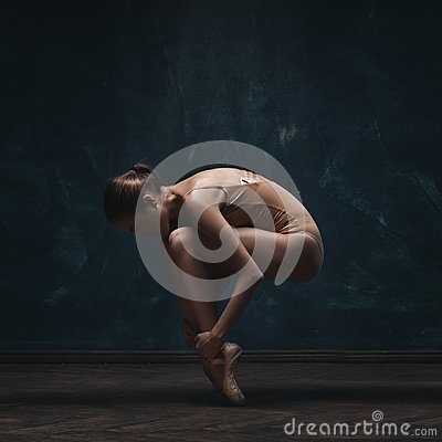 Free Young Beautiful Ballet Dancer In Beige Swimsuit Royalty Free Stock Image - 112694196