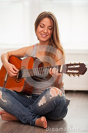 Free Young Beautiful Woman Playing Guitar Royalty Free Stock Image - 51259706