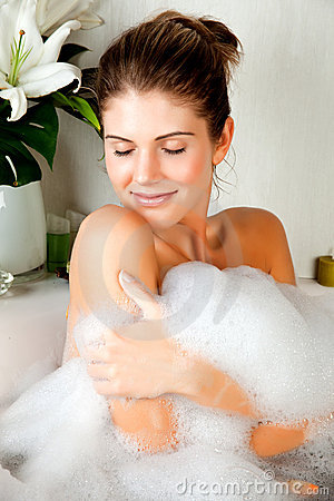 Free Young Beauty Woman In The Bath Washing Her Body Royalty Free Stock Photography - 13538037