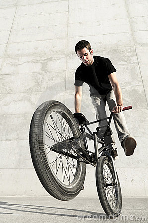 Free Young BMX Bicycle Rider Royalty Free Stock Photography - 21716297