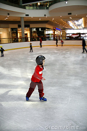 Free Young Boy Learning To Skate Royalty Free Stock Image - 9887906
