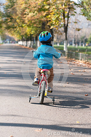Free Young Boy Riding His Little Bicycle Stock Images - 43879014