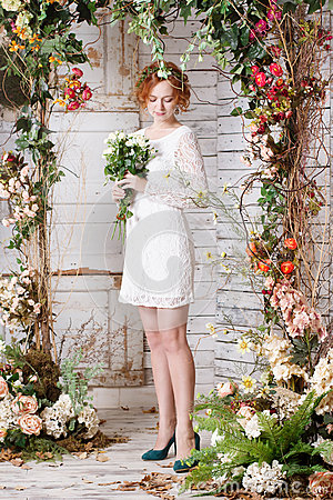Free Young Bride Is Standing Under The Arch Of Autumn Plants Stock Images - 62481694