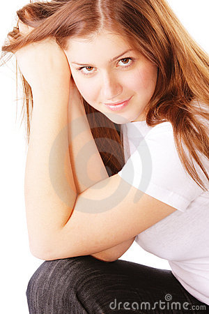 Young brunette woman leaning on hands