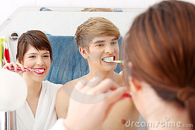 Young couple cleaning teeth