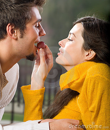 Free Young Couple Eating Grapes Stock Images - 3224074