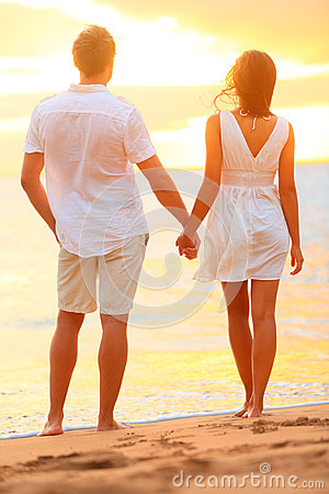 Free Young Couple Holding Hands At Beach Sunset Royalty Free Stock Photos - 30765278