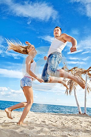 Free Young Couple On The Beach Royalty Free Stock Photography - 119698737