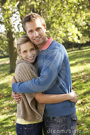 Free Young Couple Posing In Park Royalty Free Stock Images - 17486919