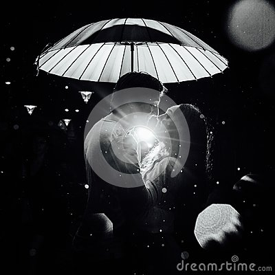 Free Young Couple Under An Umbrella Kisses At Night On A City Street. Stock Photography - 107807142