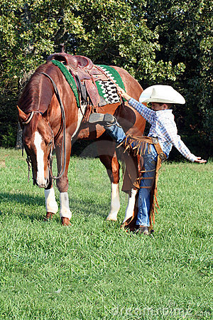 Free Young Cowboy Mounting Horse Royalty Free Stock Photography - 6741227