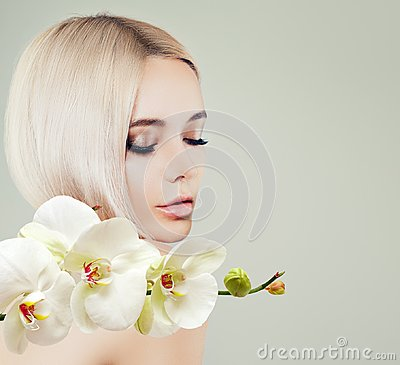 Free Young Cute Woman Spa Model With Healthy Skin Royalty Free Stock Photo - 124947675