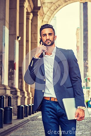 Free Young East Indian American Businessman Traveling, Working In New Royalty Free Stock Images - 130385459