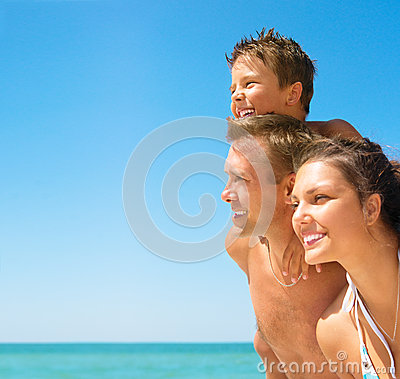 Free Young Family At The Beach Stock Image - 32693521