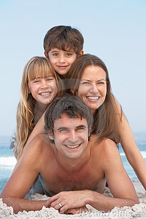 Free Young Family Having Fun On Beach Holiday Royalty Free Stock Photos - 14690798