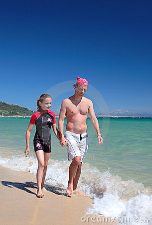 Free Young Father And Daughter Walking Along Sunny Beach Royalty Free Stock Image - 1369056