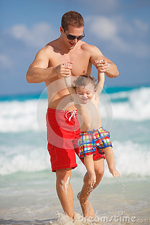 Free Young Father With A Young Son Play Near The Ocean. Royalty Free Stock Image - 50957376
