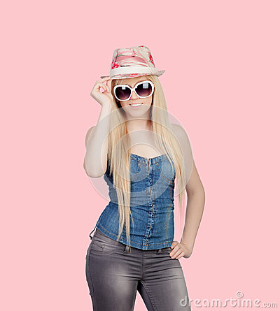 Young girl with a cap and sunglasses