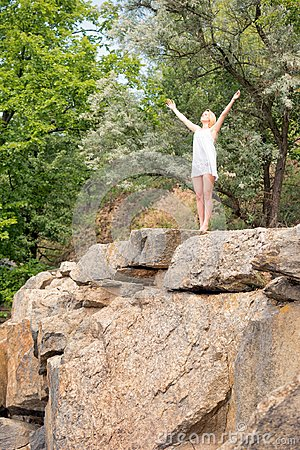 Free Young Girl Enjoys Nice Weather At The Edge Of A Cliff, With Her Stock Images - 117220314