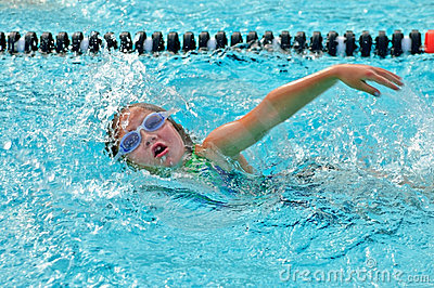 Young Girl /Freestyle in Pool